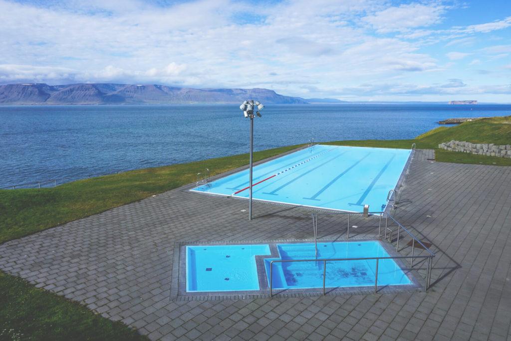 Island-Norden-Hofsos-Hot-Pot-Schwimmen