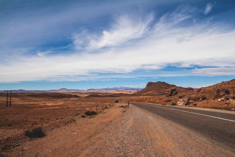 Marokko-Rundreise-Steinwueste-Landschaften-Strasse-Gebirge-Roadtrip