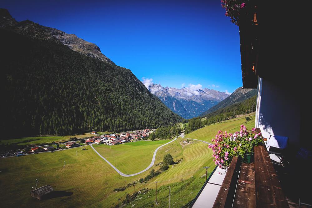 Oetztal-Oesterreich-Pension-Berge-Tirol-Wandern