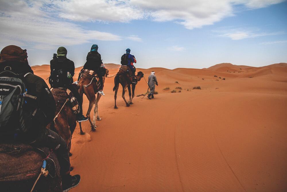 Sahara-Wueste-Marokko-Merzouga-Tour-Camp-Kamele