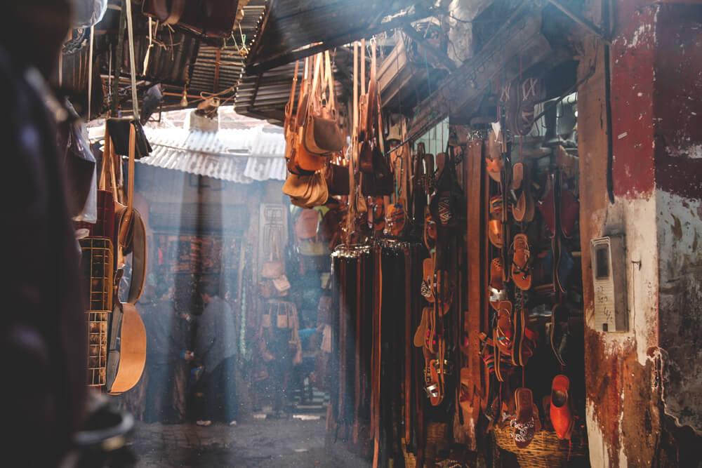 Souks-Medina-Marrakesch-Shopping-Markt-Strassen