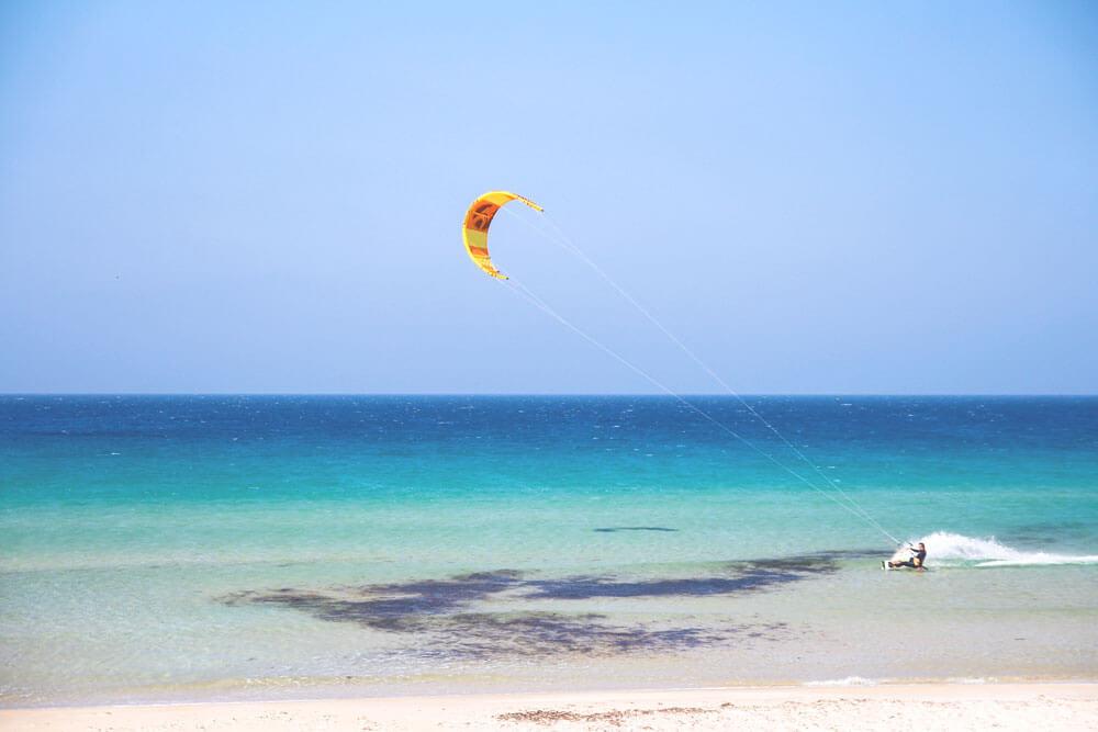 Tarifa-Spanien-Andalusien-Strand-Kite-Surfing