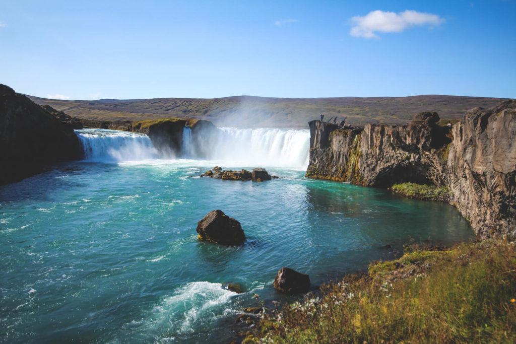 godafoss-wasserfall-norden-island-highlights
