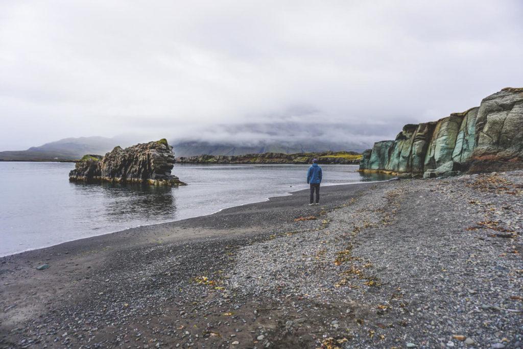 island-rundreise-roadtrip-osten-ostfjorde-strand