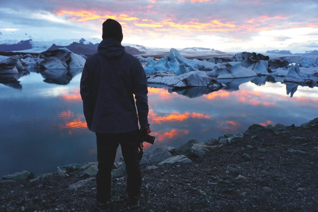 island-rundreise-suedosten-gletscherlagune-joekulsarlon-abends-1