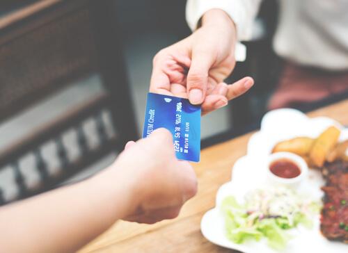 kreditkarte-geld-finanzen-reisen