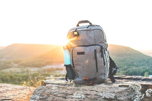 rucksack-koffer-reisen-ausruestung-gepaeck
