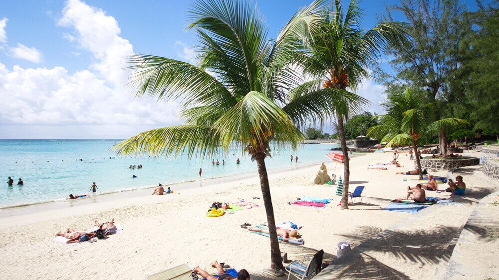 Pereybere-Strand-Mauritius-Palmen-Baden