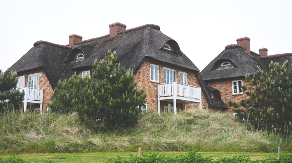 Architektur-Haus-Reetdach-St-Peter-Ording-Nordsee
