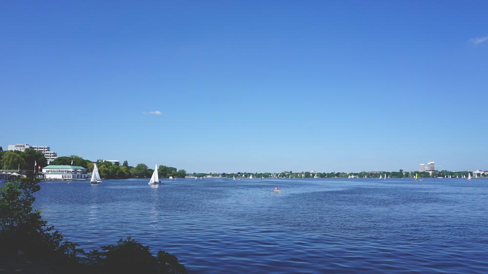 Aussenalster-Hamburg-Wasser-Boote-Freizeit