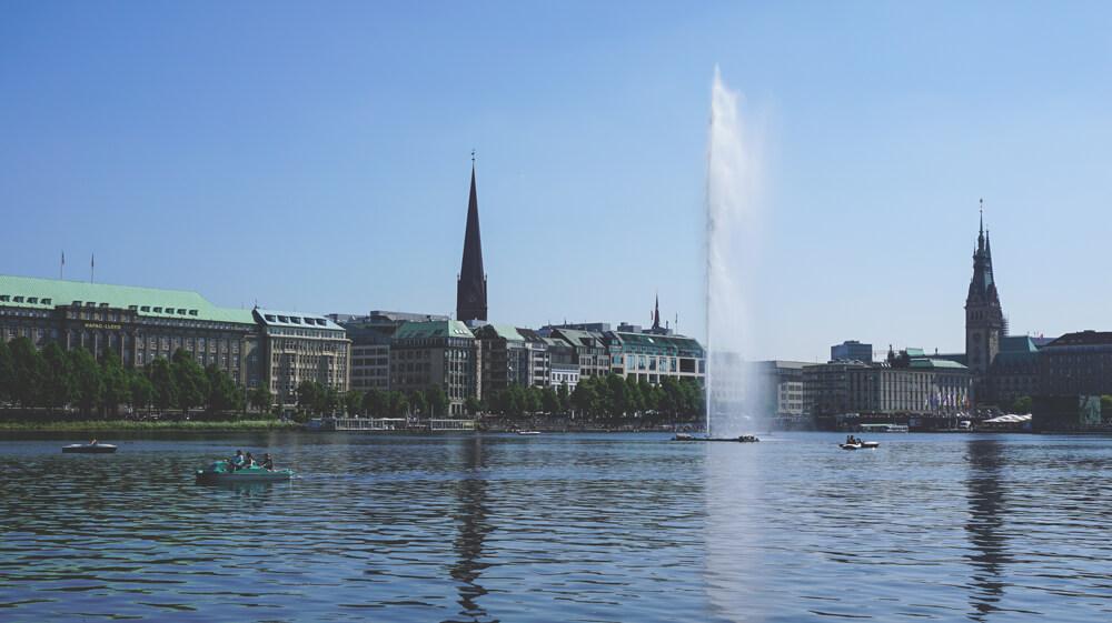 Binnenalster-Hamburg-Boote-Alster-Freizeit-Tretboote