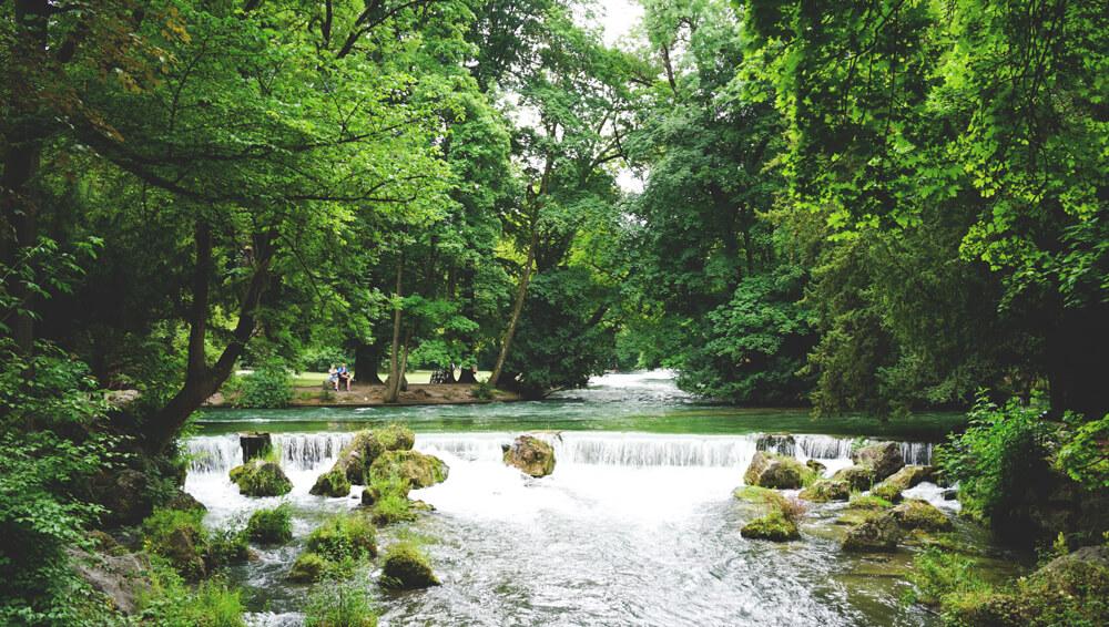 Englischer-Garten-Muenchen-Isar