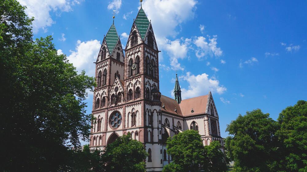 Freiburg-KIrche-Sightseeing-Natur-Tipps
