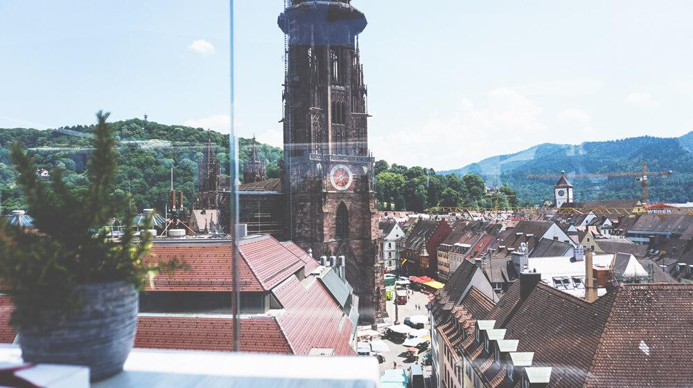 Freiburg-Muenster-Aussicht-Skajo-Restaurant-Dachterrasse