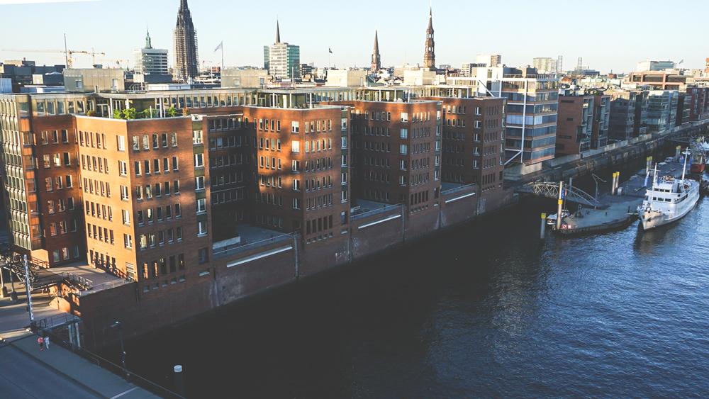Hamburg-Aussicht-Elbphilharmonie-Speicherstadt-