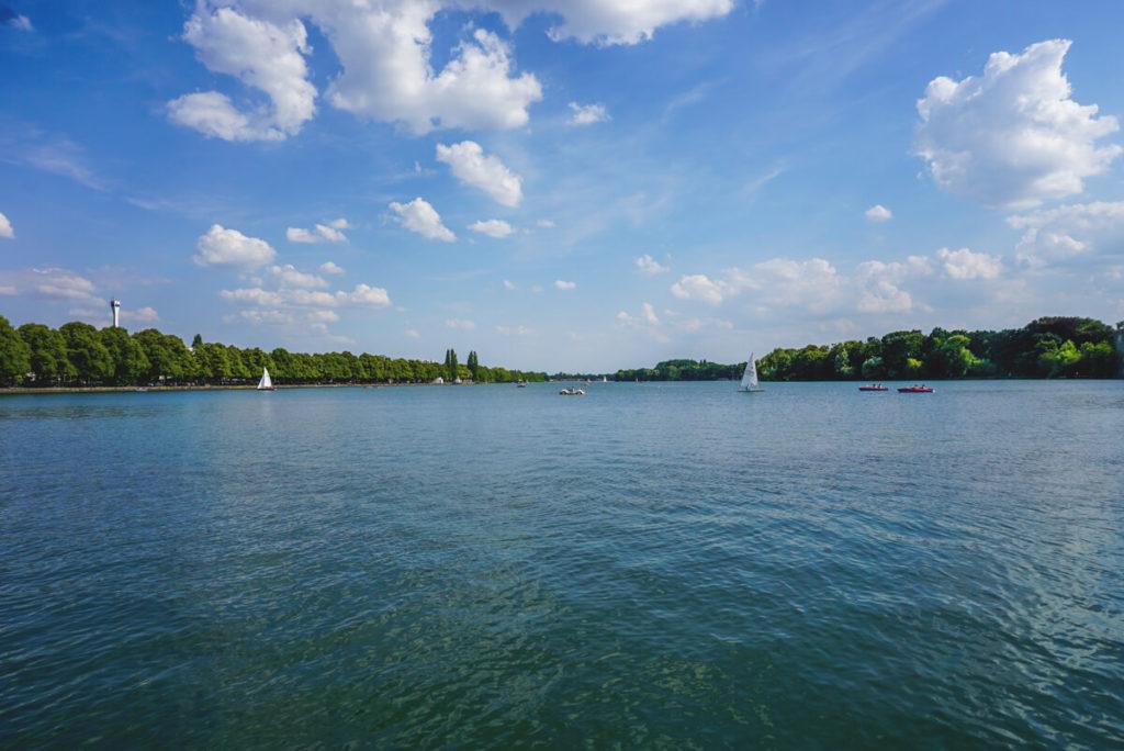Hannover-Sehenswuerdigkeiten-Maschsee-Mitte-Wasser