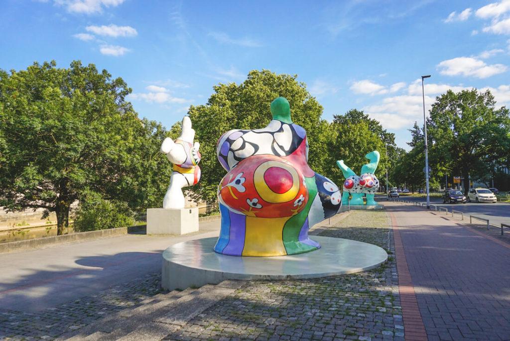 Hannover-Tipps-Sehenswuerdigkeiten-Nanas-Leineufer