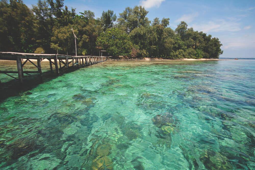 Indonesien-Thousand-Islands-Meer-kristallklar-Boot-Ausflug-Insel