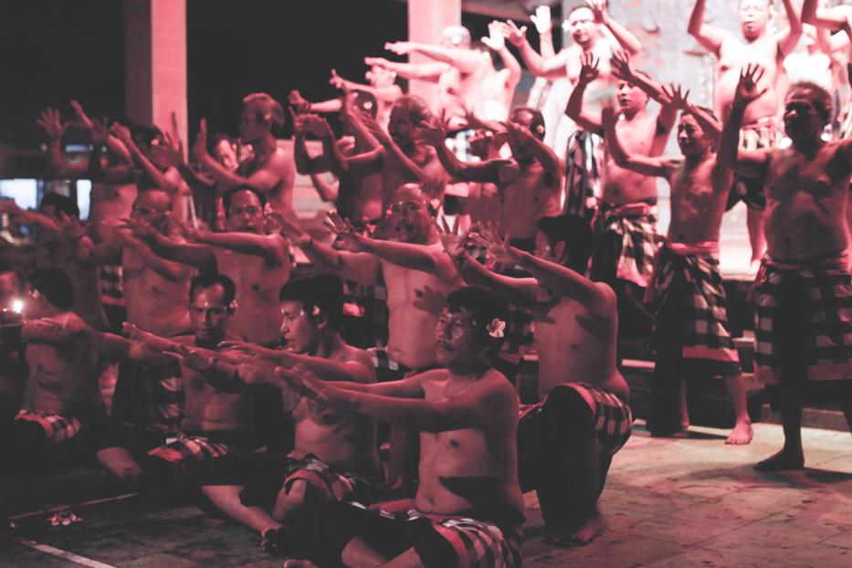 Kecak-Dance-Bali-Ubud-Indonesien-Tanzauffuehrung