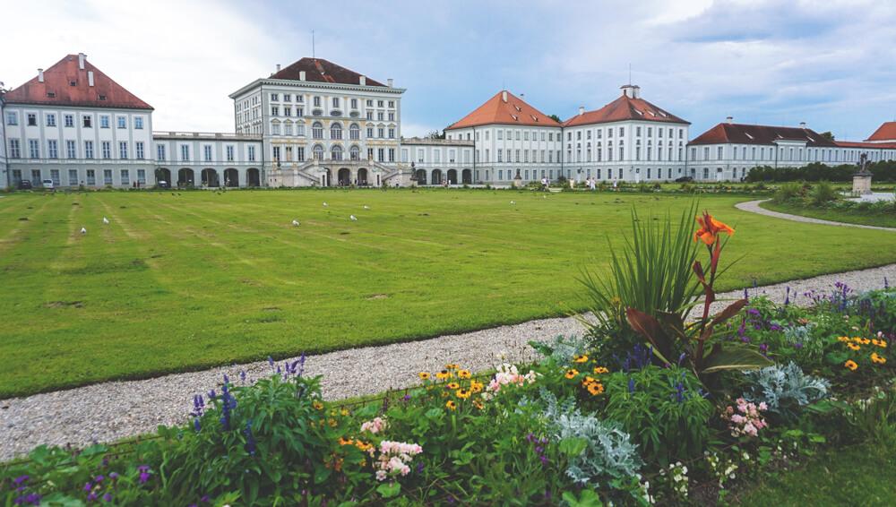 Muenchen-Schloss-Nymphenburg-Park-Picknick