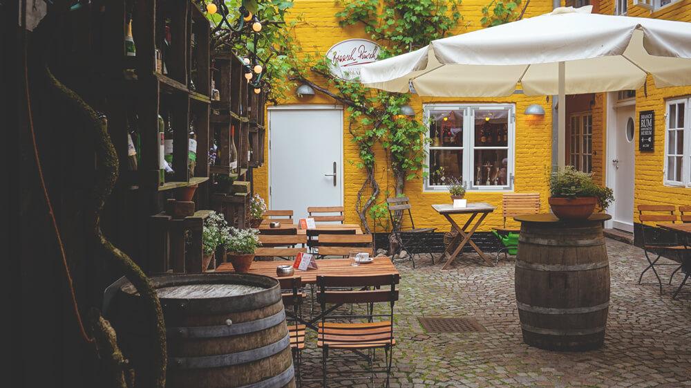 Rote-Strasse-Flensburg-Hinterhof-Restaurant