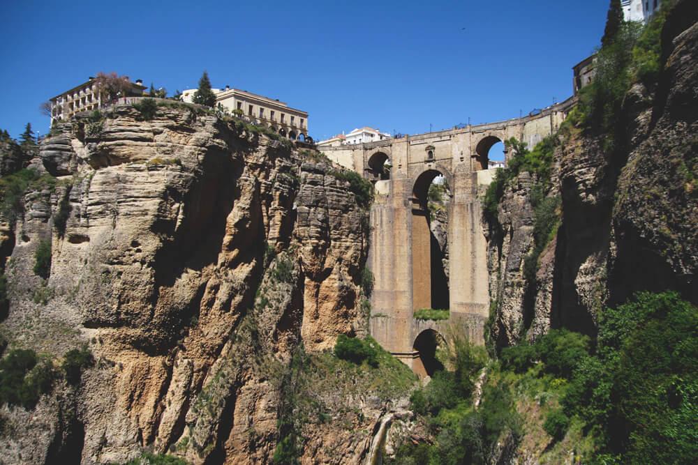Schlucht-El-Tajo-Ronda-Andalusien-Spanien