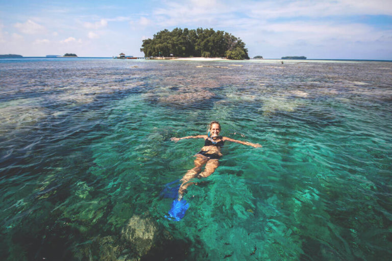 Schnorchel-Ausflug-Boot-Thousand-Islands-Indonesien