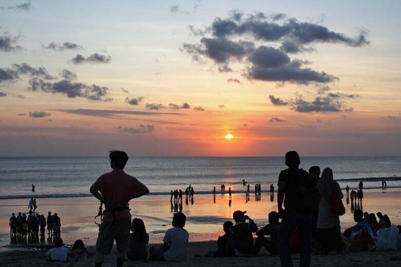 Sonnenuntergang-Bali-Indonesien-Kuta-Beach-Strand-1