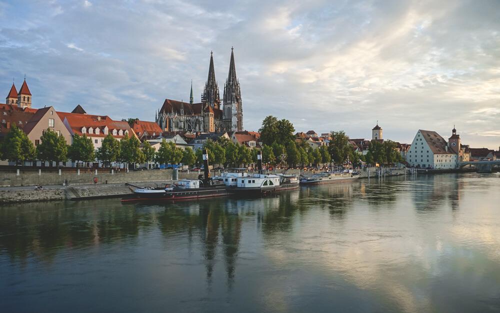 Sonnenuntergang-Regensburg-Bruecke-Donau-Aussicht-Dom
