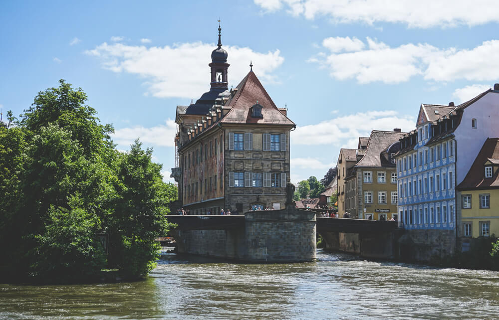 Stadt-Bamberg-Bayern-Altes-Rathaus-Regnitz