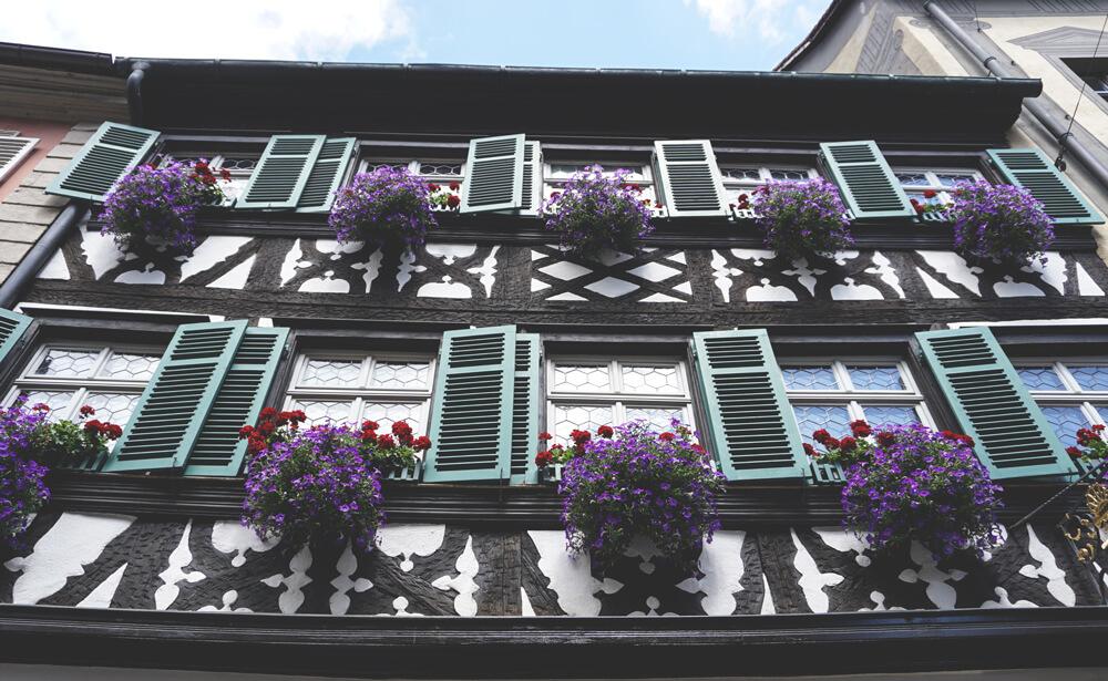 Stadt-Bamberg-Bayern-Hausfassade-Altstadt