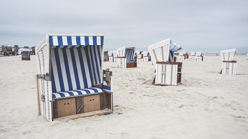 Strandkorb-St-Peter-Ording-Schleswig-Holstein-Nordsee