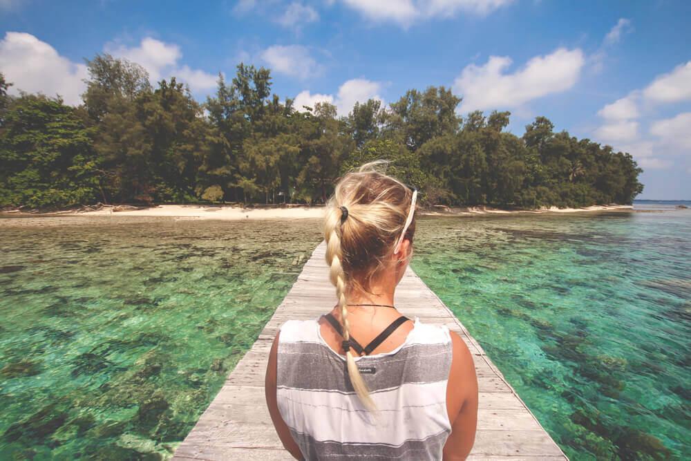 Thousand-Island-Steg-Anleger-Insel-Indonesien-Traumhaft-Bolle