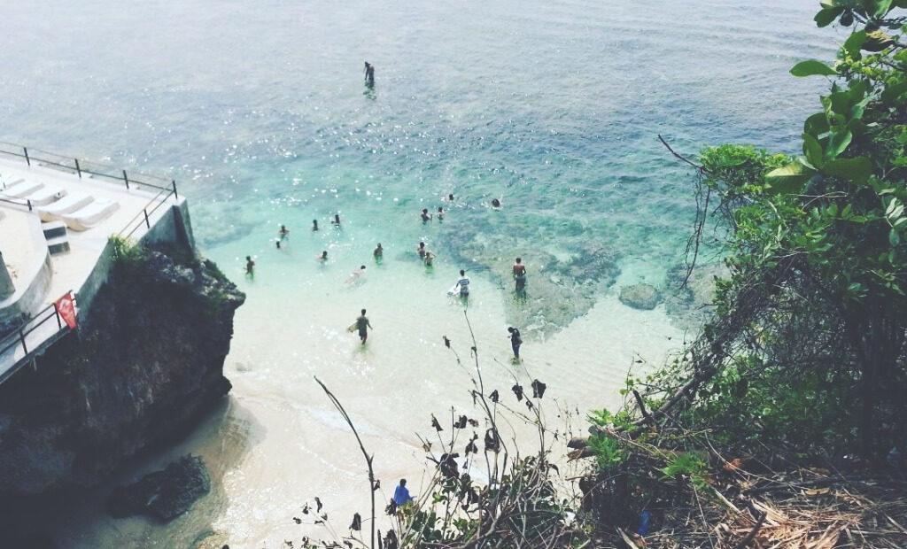 Uluwatu-Beach-Surfing-Bali-Indonesien