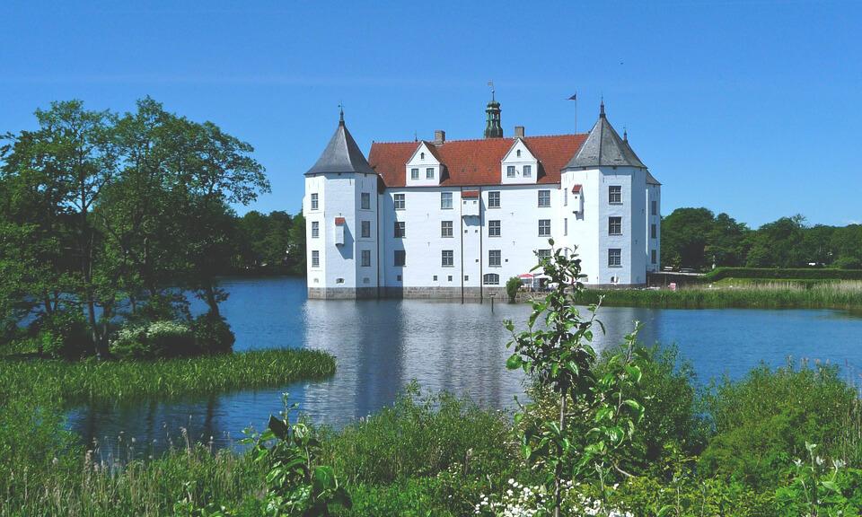 Wasserschloss-Gluecksburg-Schleswig-Holstein