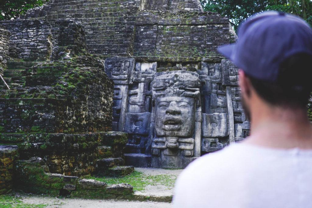 belize-sehenswuerdigkeiten-highlights-lamanai-ruine-maya