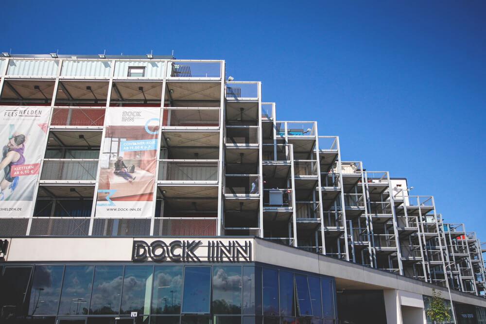 dock-inn-warnemuende-container-hostel-aussenansicht