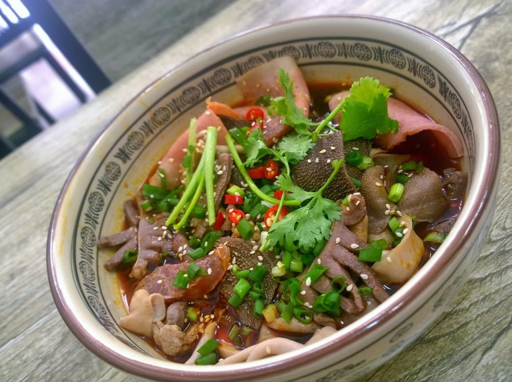 essen-in-hongkong-nudeln-suppe-min