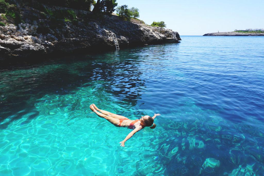 mallorca-reise-highlights-cala-dor-schwimmen