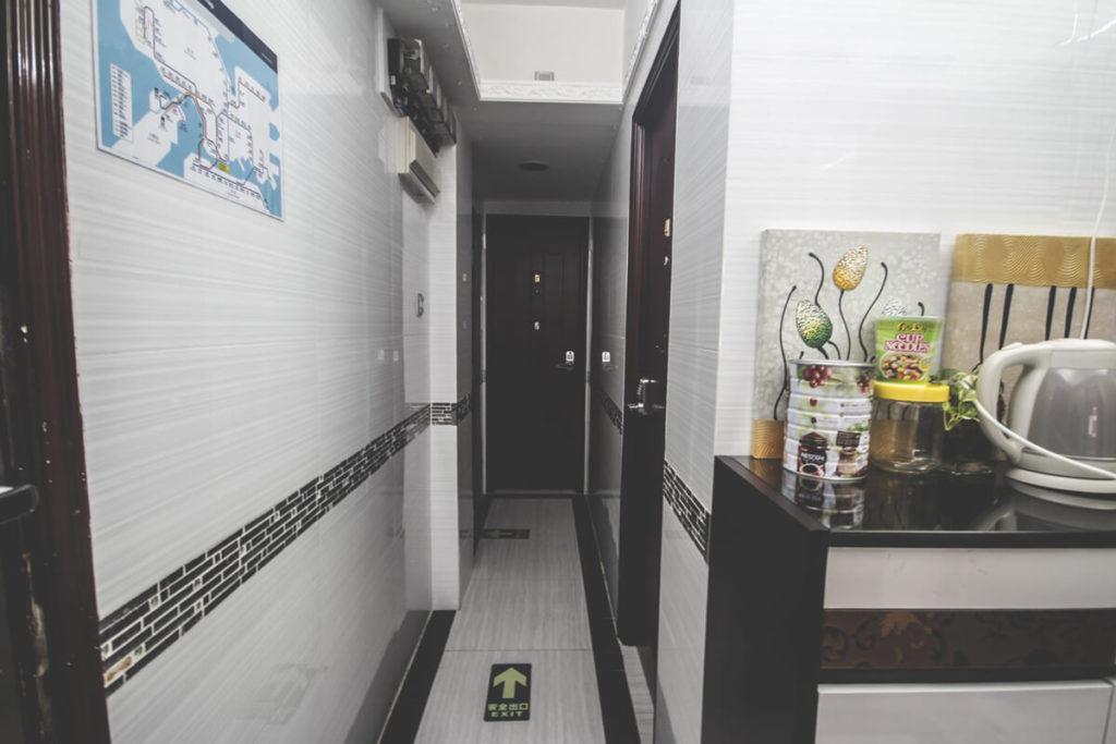 reisebericht-hongkong-temple-street-airbnb-flur