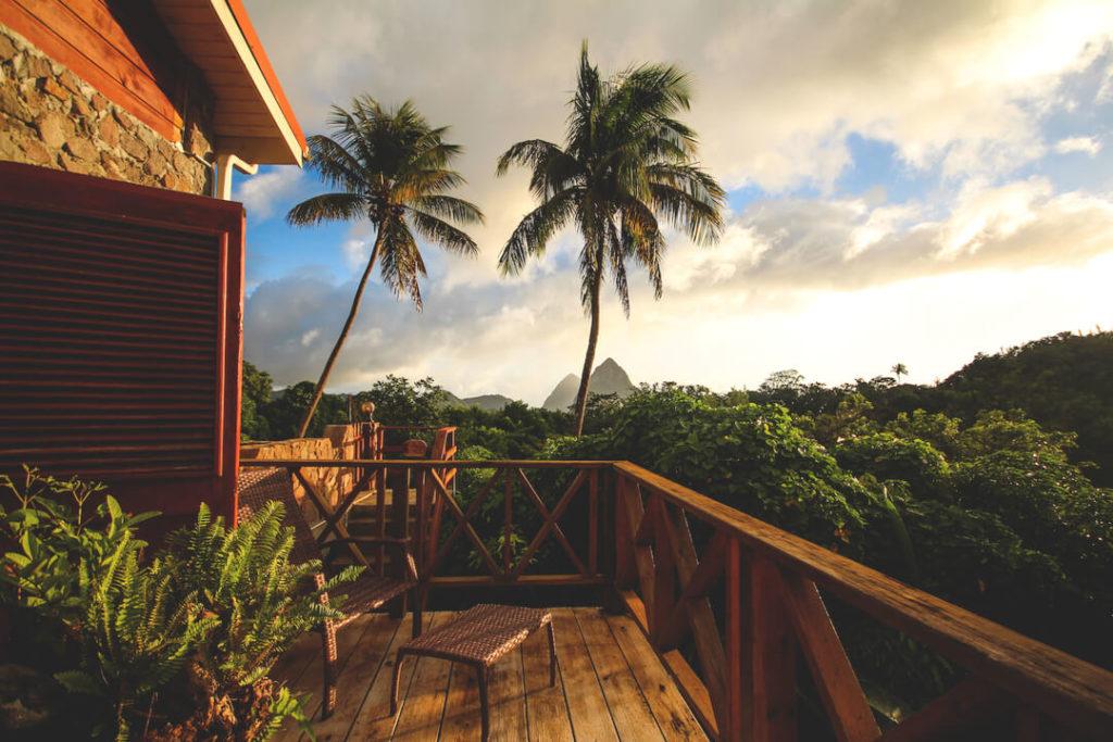 saint-lucia-karibik-unterkunft-crystals-villa-hotel-terrasse