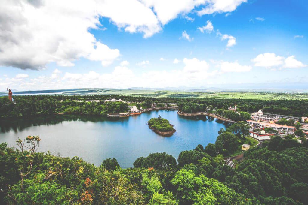 sehenswuerdigkeiten-auf-mauritius-grand-bassin-aussicht-1024x683
