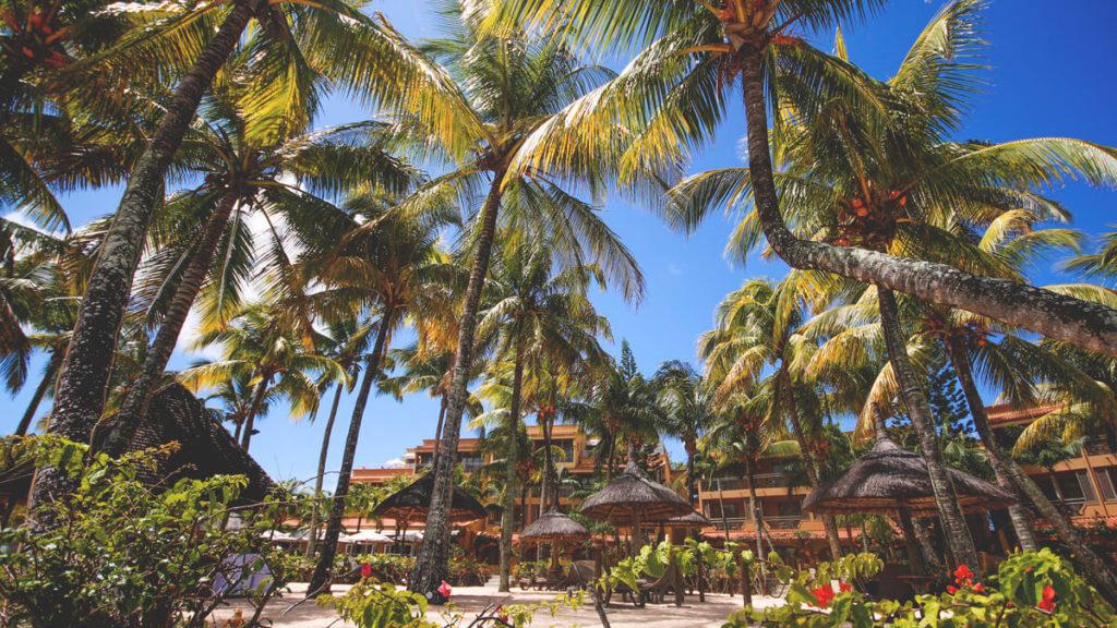 sehenswuerdigkeiten-mauritius-grand-baie-bucht-strand-palmen-resort-1024x576