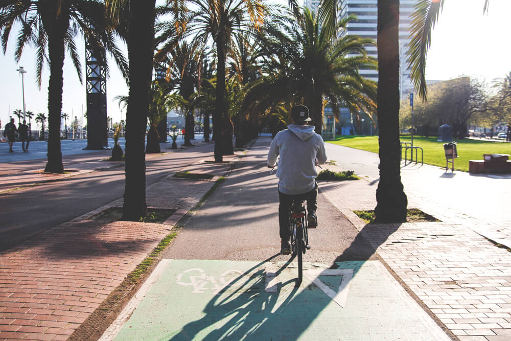 Barcelona-Spanien-Strand-Fahrrad-Sonne-Sightseeing
