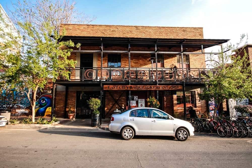 Curiocity-Hostel-Johannesburg-Maboneng-Strasse-Aussenansicht