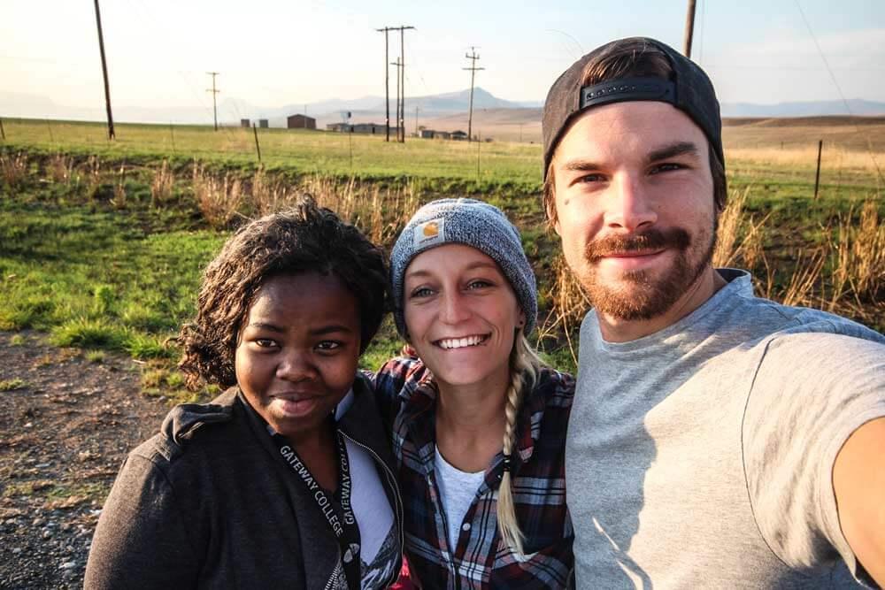 Drakensberge-Suedafrika-Anreise-Anhalter-Menschen-Rundreise