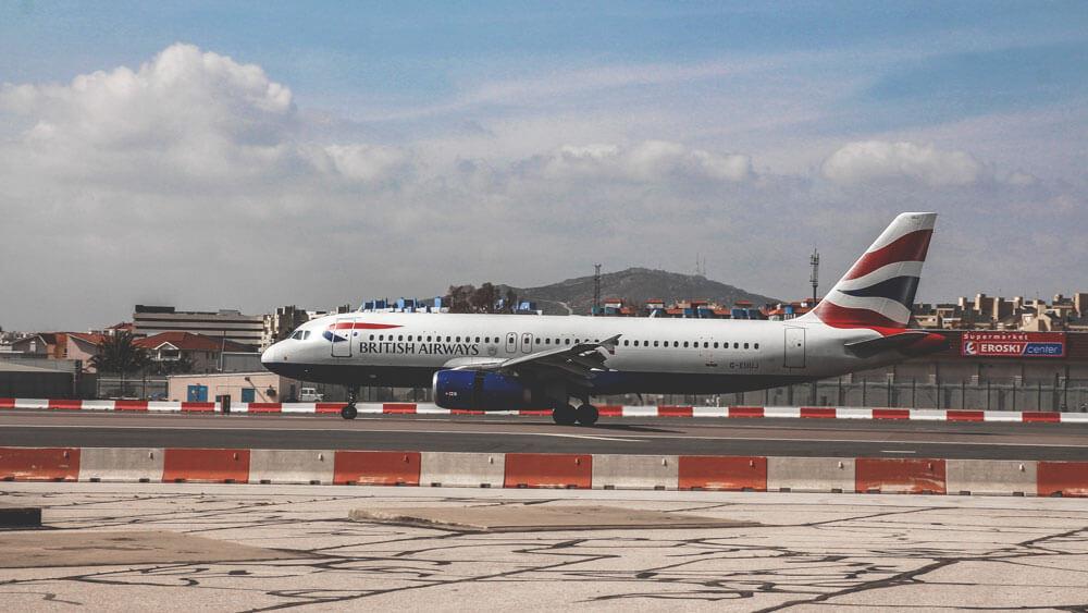 Gibraltar-Flughafen-Flieger-Rollfeld-British-Airways