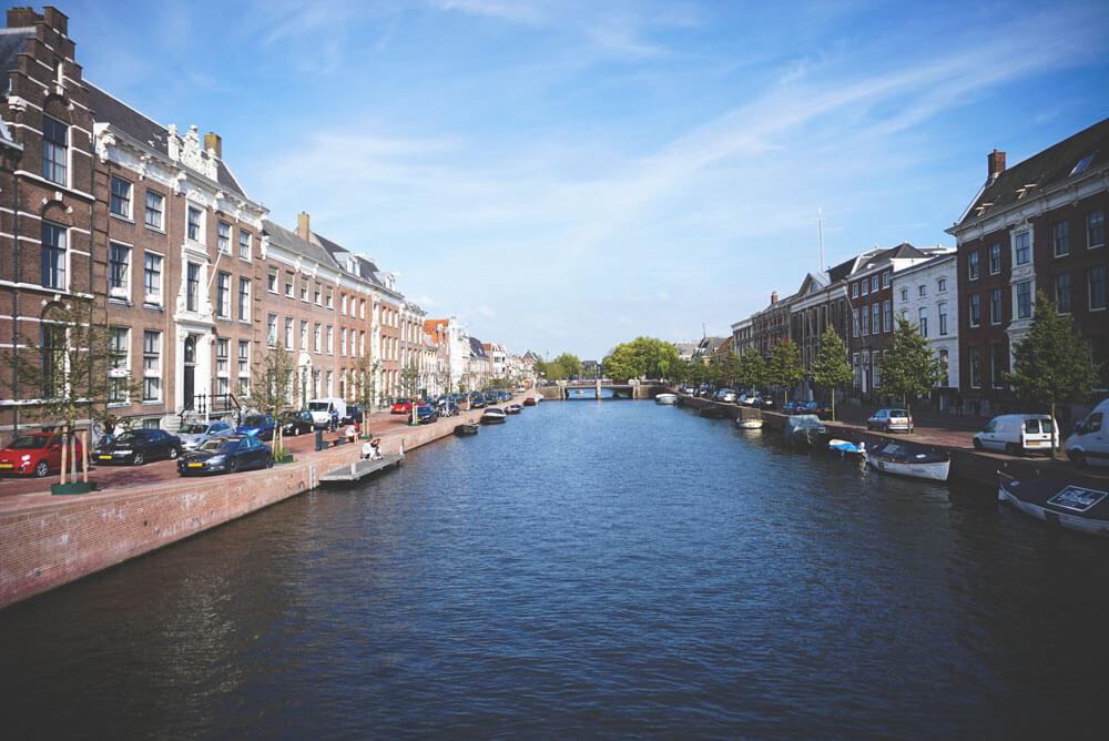 Haarlem-Niederlande-Altstadt-Tour-Grachten-Wasser