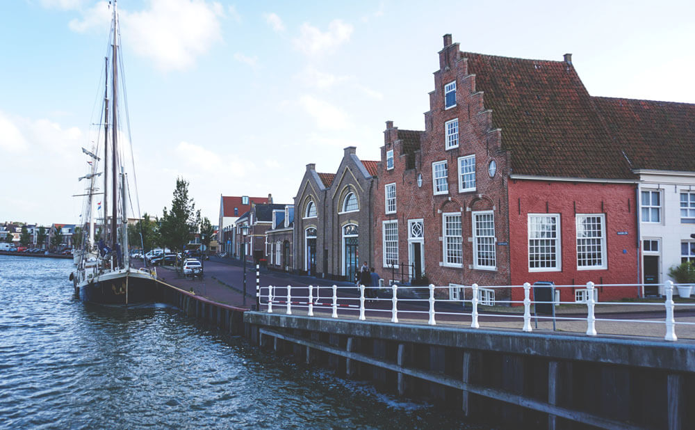 Harlingen-Hafen-Schiffe-Gassen-Friesland
