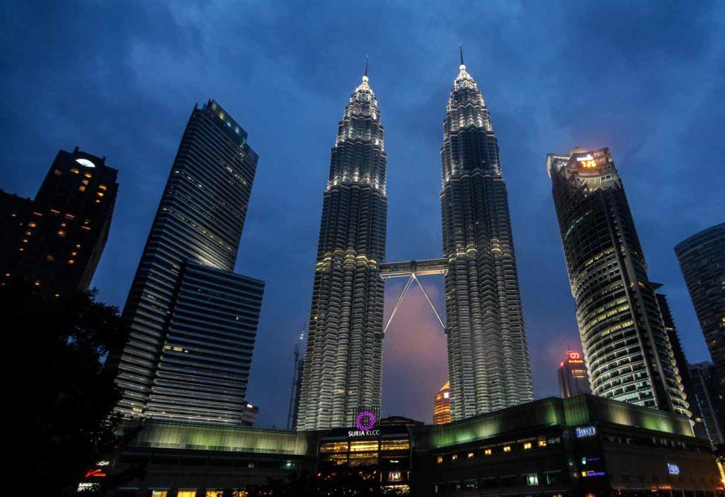 Kuala-Lumpur-Highlights–Petronas-Towers-Malaysia